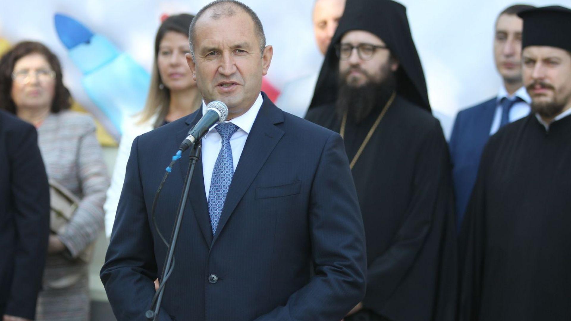 Румен Радев: Очевидно държавата се управлява чрез нечий телефон