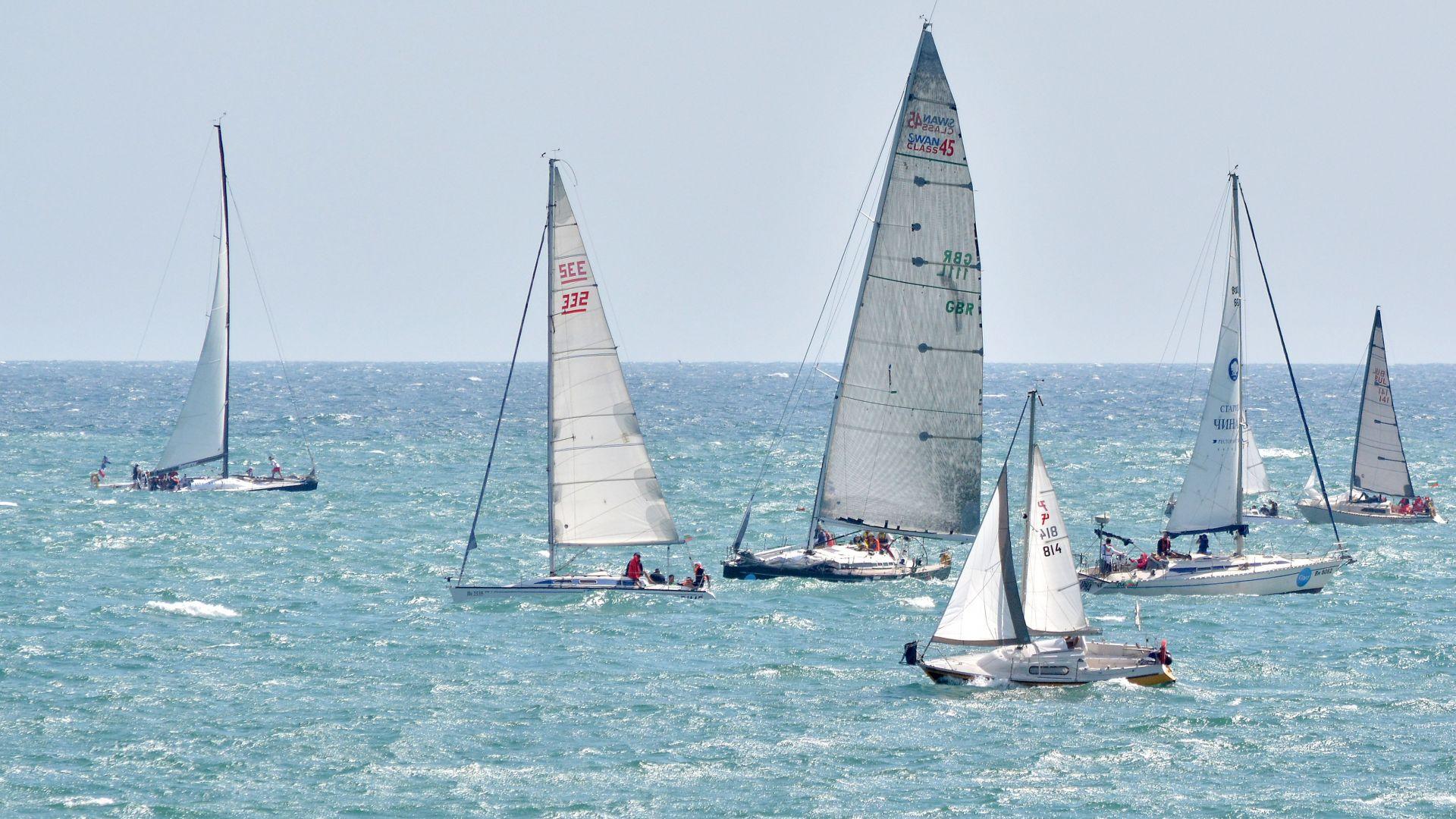 Две ветроходни лодки са се сблъскали в последния състезателен ден