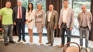 18 точки и 5 обещания: Мая Манолова подписа платформа за управление с десните (видео)