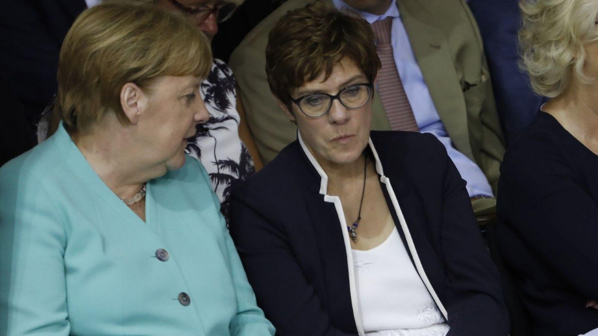 Анегрет Крамп-Каренбауер, която Ангела Меркел посочи за своя наследничка, е