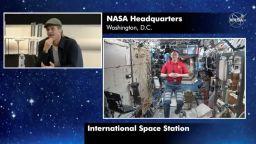 От космоса към Брад Пит: Като астронавт си по-убедителен от Джордж Клуни