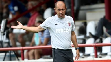 Френски гранд гони два пъти един треньор в рамките на година