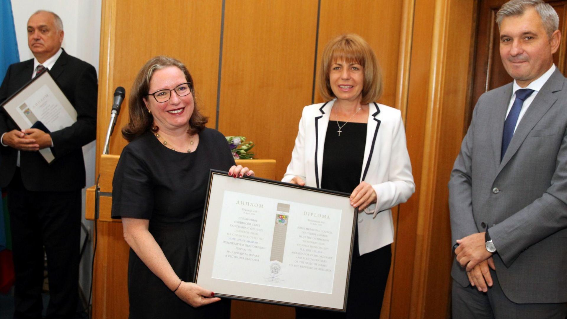 На заседанието Почетен знак на СО получи Ирит Лилиан посланик на Израел