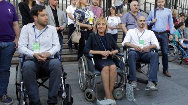 Кандидат-кметове за София седнаха в инвалидни колички (снимки)
