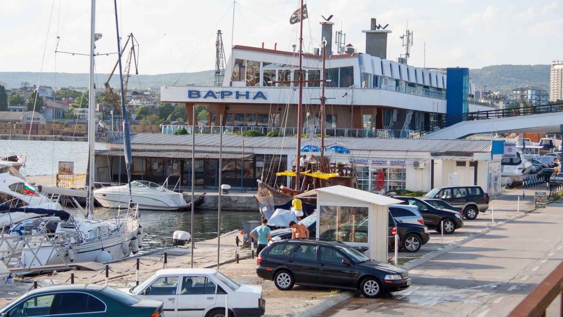 Моряци от задържан руски кораб бедстват на пристанище Варна