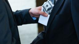Арестуваха данъчен от Пловдив с 2000 лева подкуп