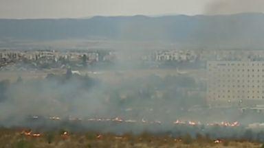 Пожар пламна край Летище - София в близост до цистерни с гориво