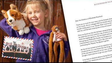 Кралицата върна забравена играчка на австралийско момиченце