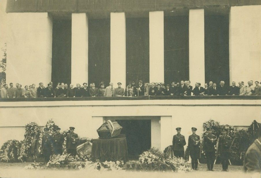 Поклонението пред тленните останки на Димитров