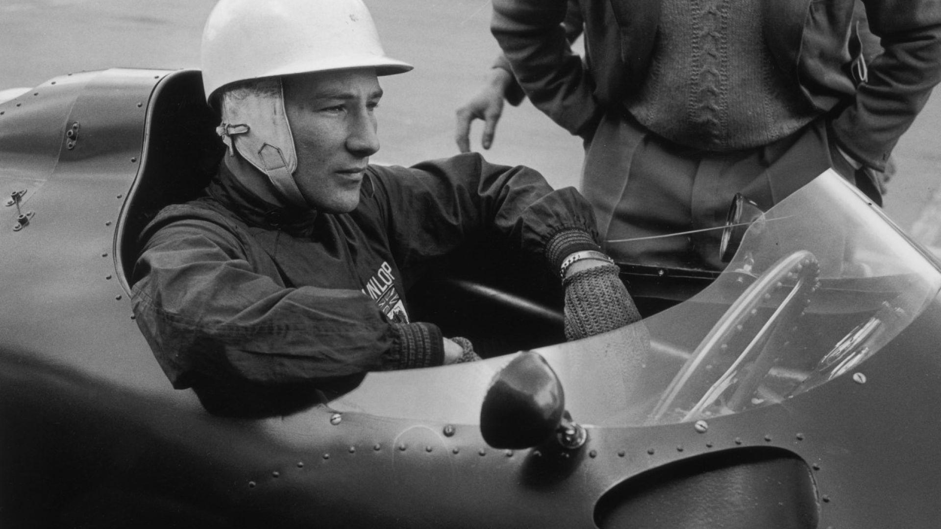 Почина легендарният пилот Сър Стърлинг Мос