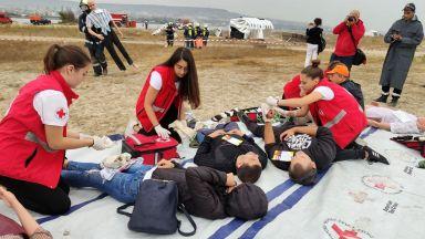 Спасяваха хора от катастрофирал самолет на плажа във Варна на учение (снимки)