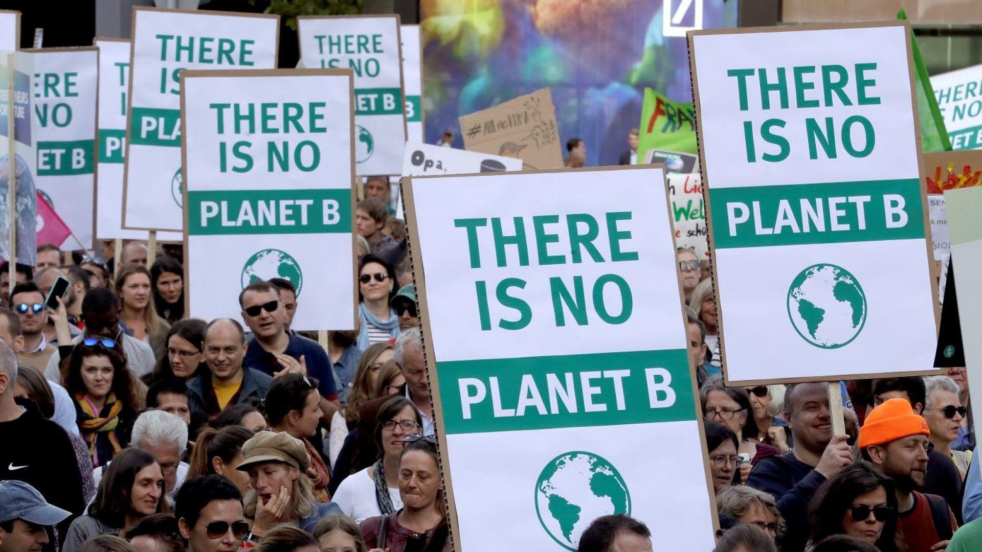 Светът стачкува с призиви за спешни действия срещу климатичните промени