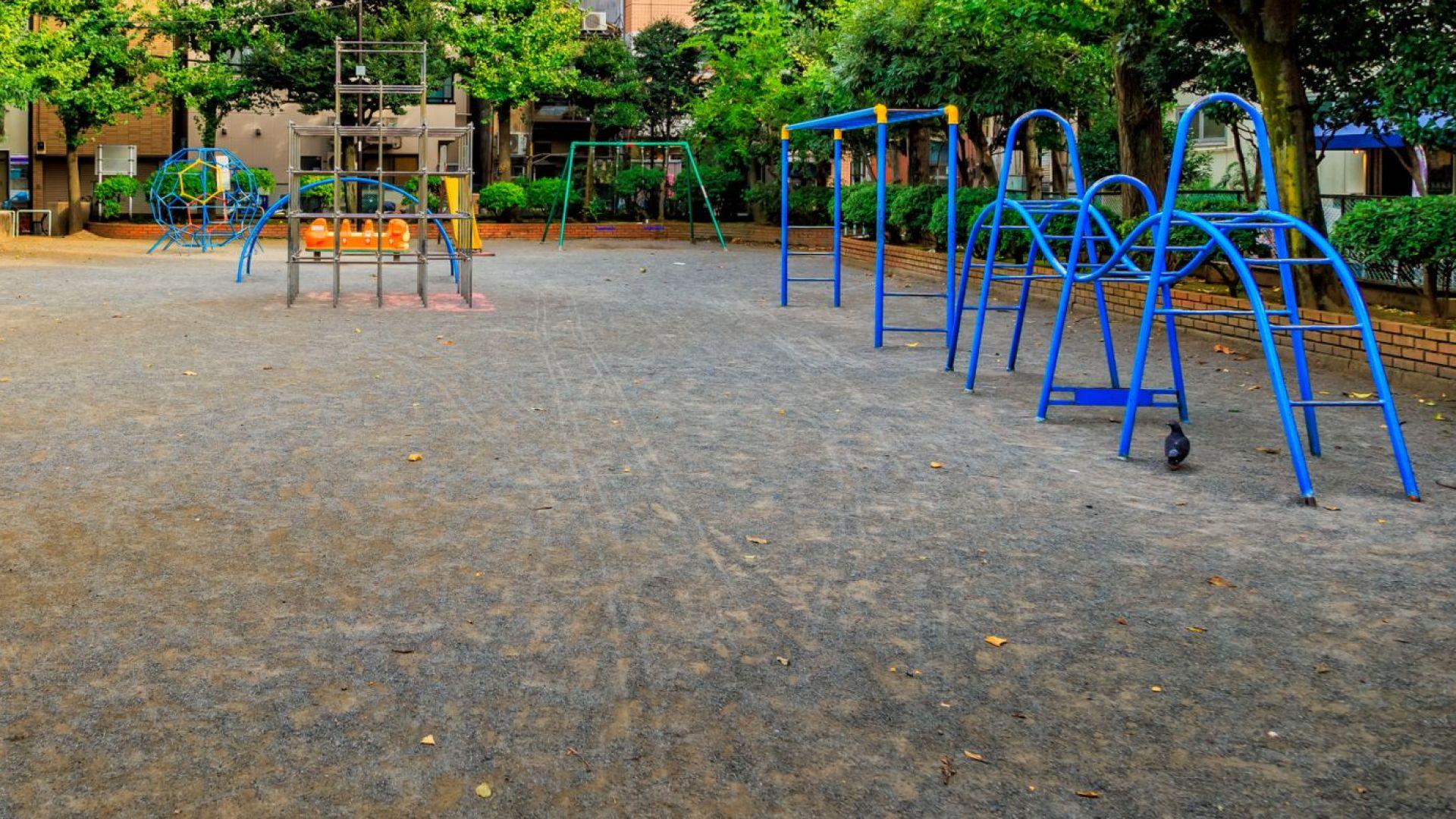 Катерушка падна и рани тежко момиченце в двора на детска градина