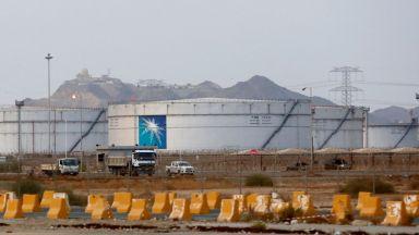 """Как Рияд спасява поразения с ракети саудитски гигант """"Арамко"""""""