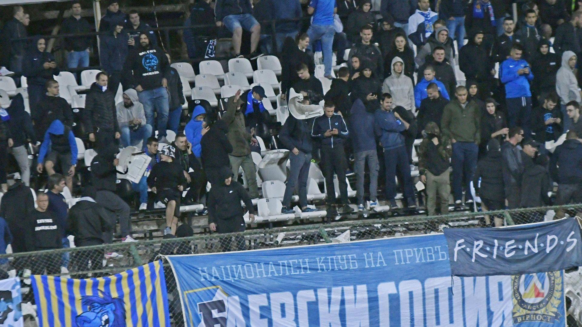 Задържаха още осем фена на Левски