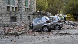 Близо 70 души са пострадали при земетресенията в Албания, блок се е разцепил (снимки)