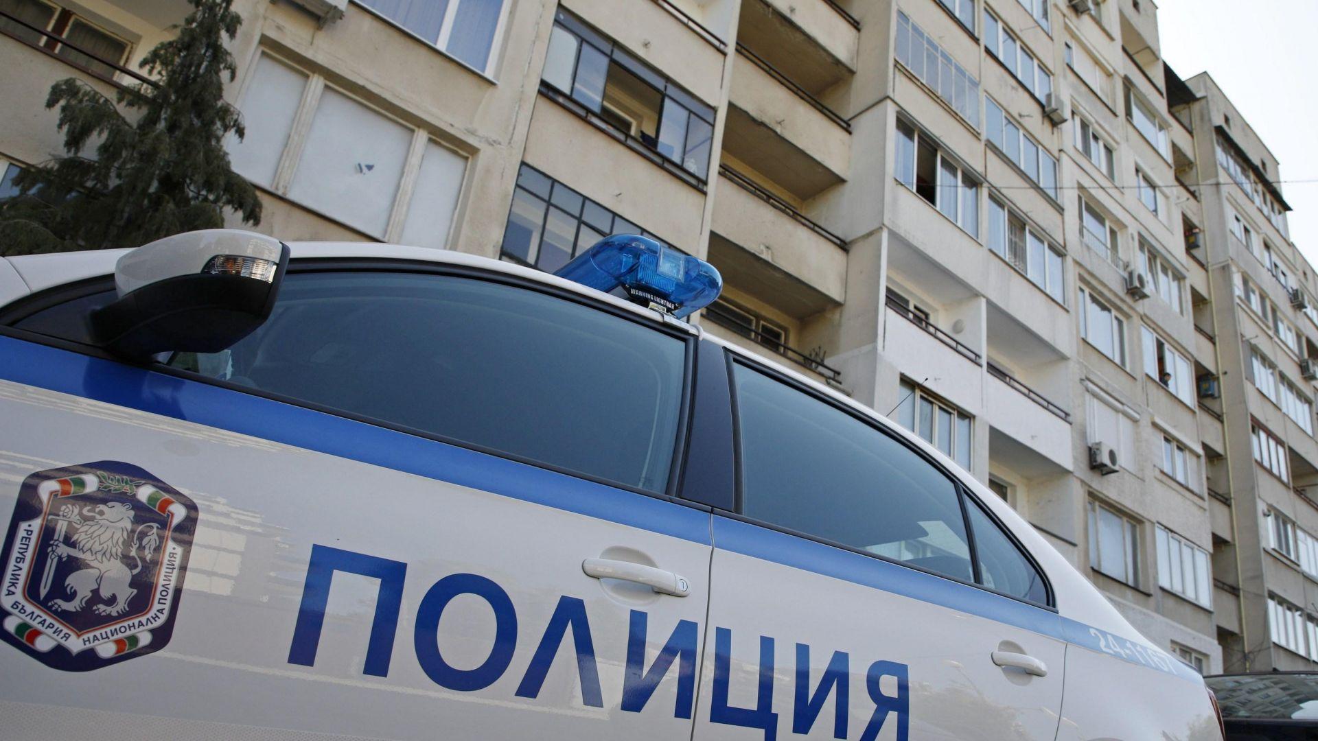 Командоси и полицаи изведоха 57 годишния мъж, баракадирал се в