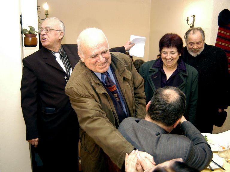 """1 март 2006 г.- Проф. Вучков посреща Марко Семов и съпругата му Анастасия Сабинова на честването на 70-годишния си юбилей и 3 години от старта на предаването """"Размисли и страсти"""" по телевизия СКАТ."""