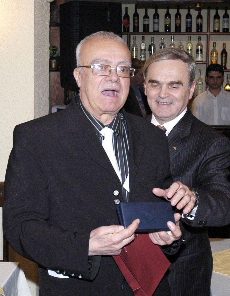 """1 март 2006 г.- Проф. Вучков с главния секретар на БНБ Петко Кръстев на честването на 70-годишния си юбилей и 3 години от старта на предаването """"Размисли и страсти"""" по телевизия СКАТ."""
