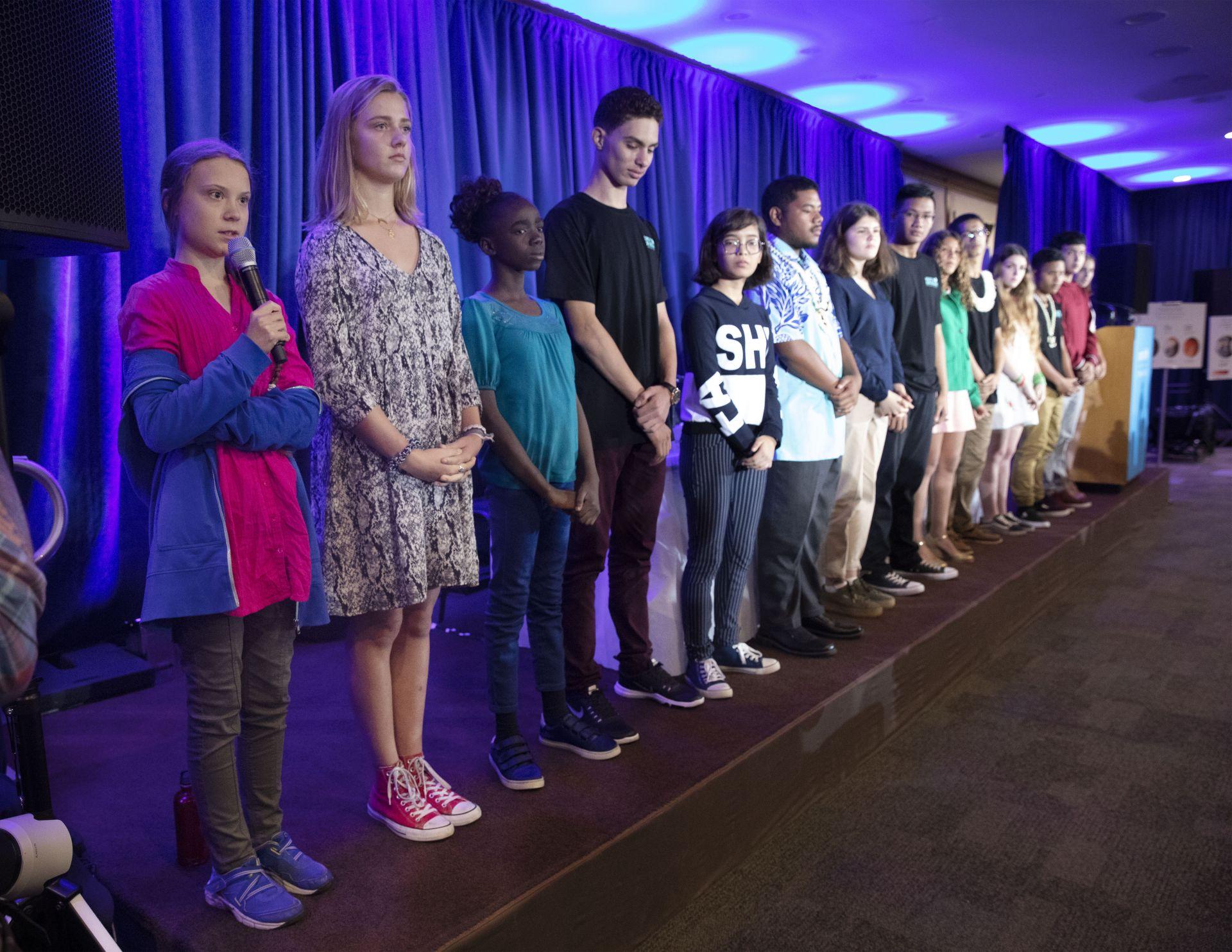Грета и други ученици, които подкрепиха инициативата й