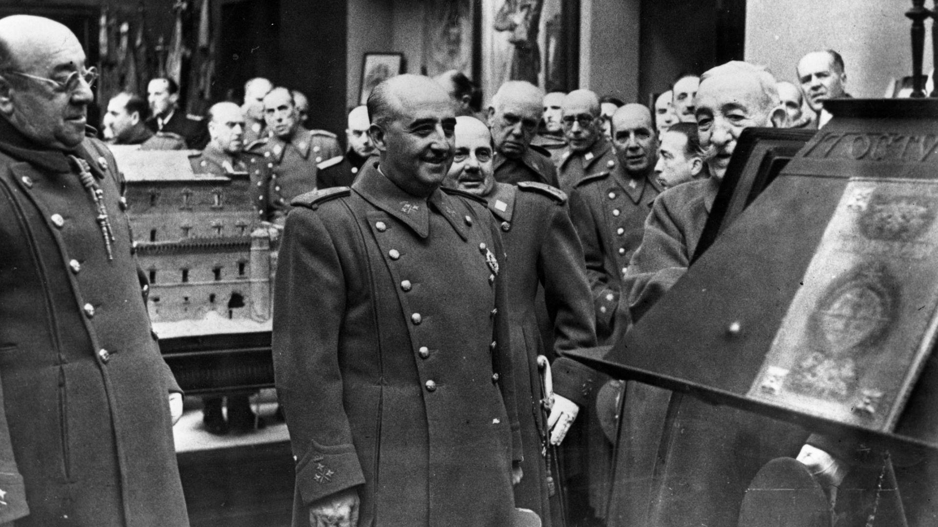 Ексхумират тялото на диктатора Франко