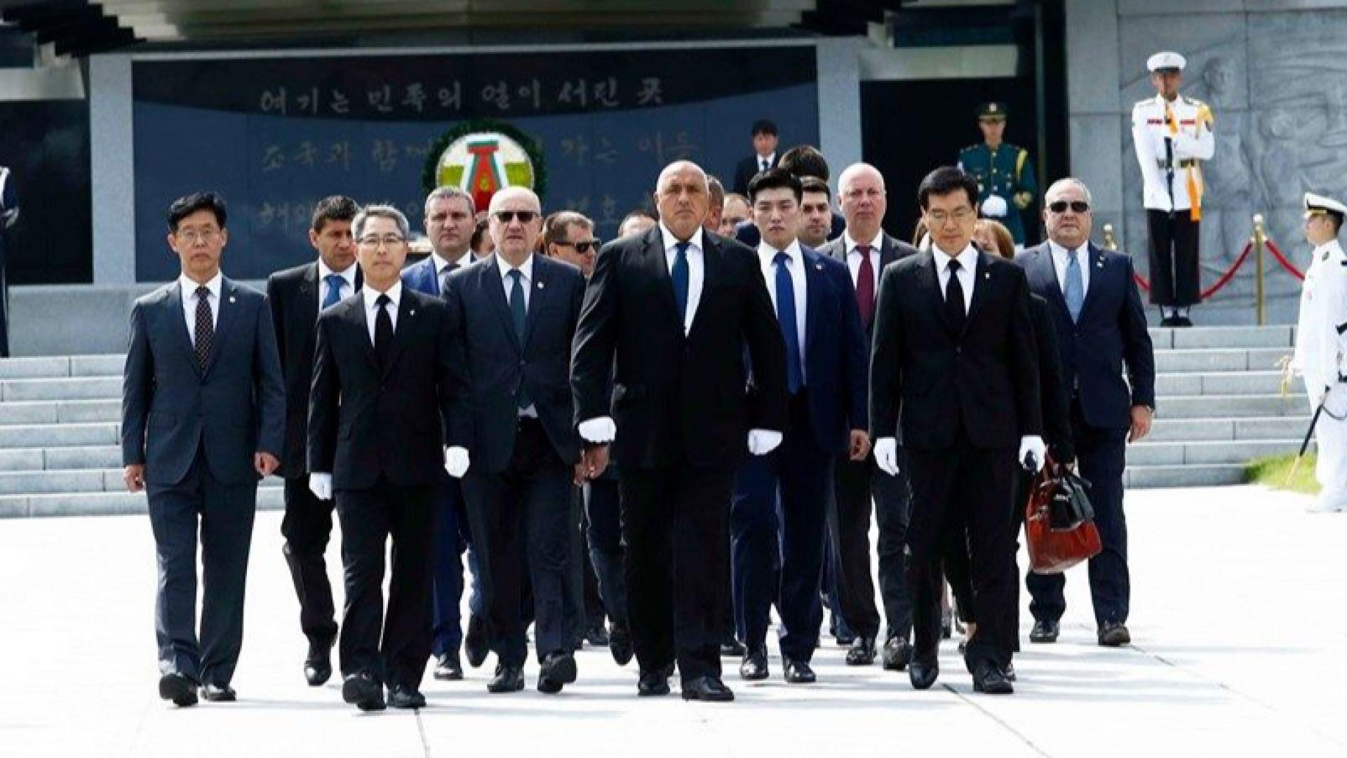 """Борисов положи венец  пред мемориалната кула на Националното гробище  в Сеул, посети """"Hyundai Motor Group"""""""