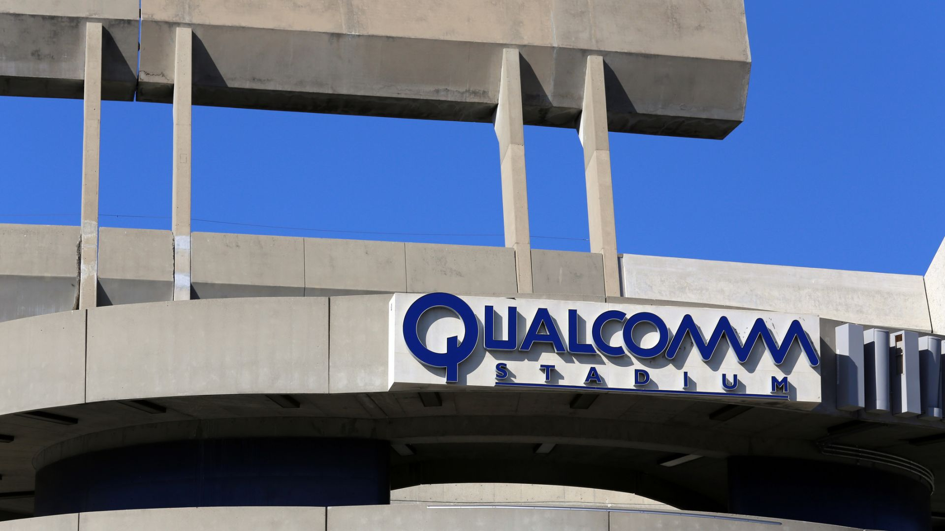 Qualcomm възобновява доставките на чипове за Huawei