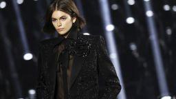 Dior с еко послание, Кая Гербер блестяща за Yves Saint Laurent в Париж