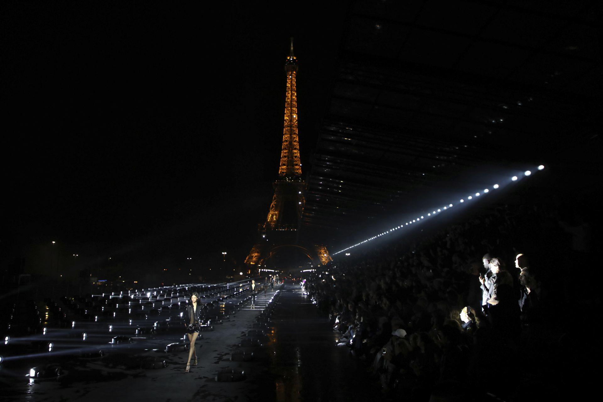 """""""Ив Сен Лоран"""" - Седмица на модата в Париж"""