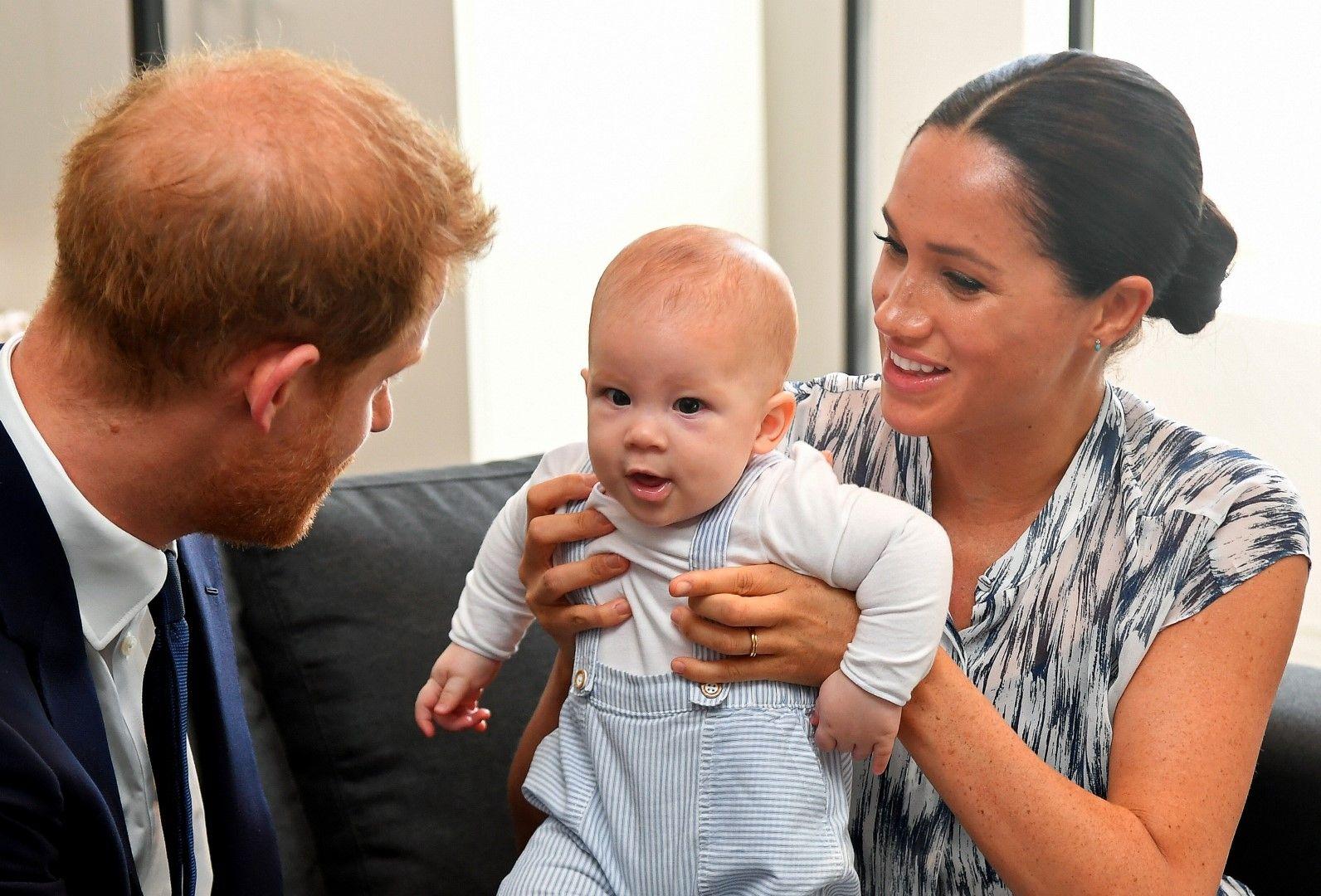 Меган Маркъл и принц Хари със сина си Арчи