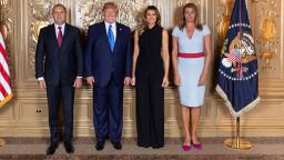 Радева съчета колана на роклята с вратовръзката на Радев, но не и с обувките си