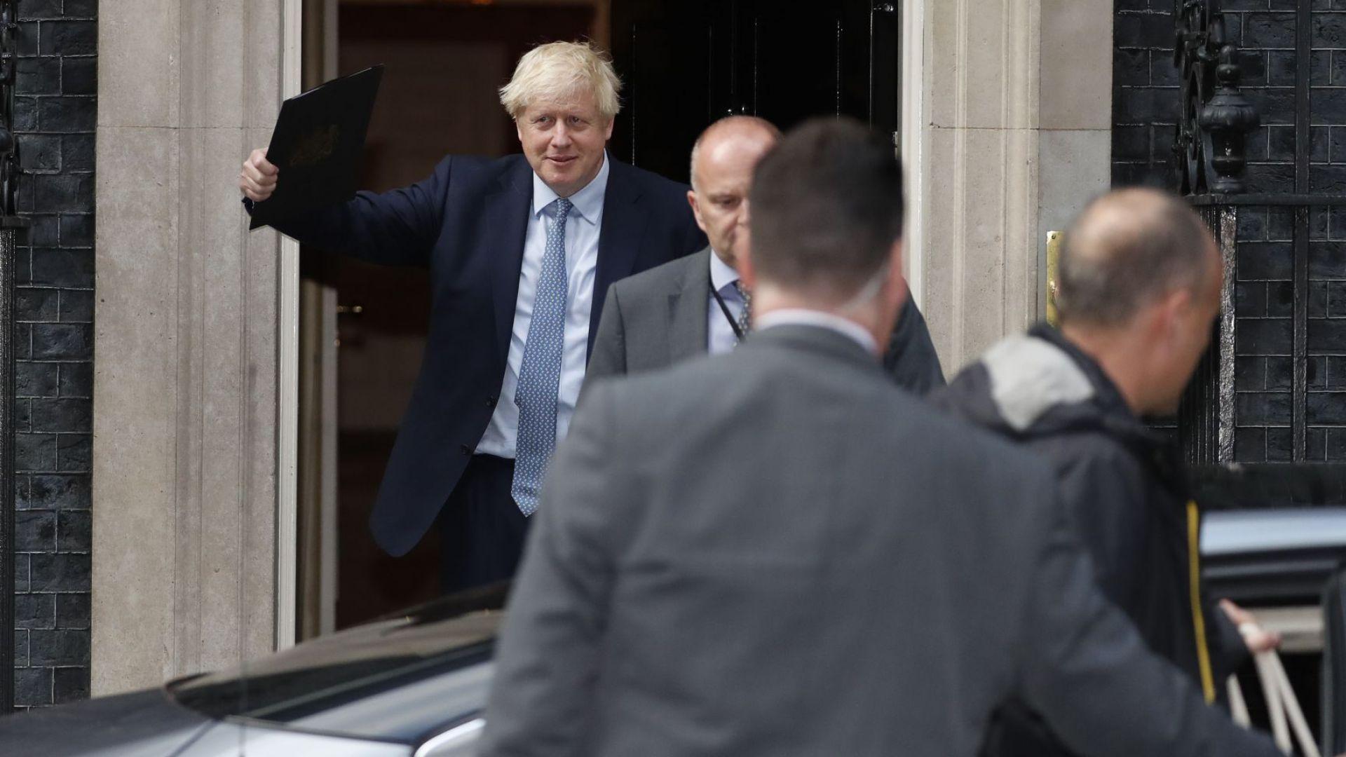 Борис Джонсън не се появи в британския парламент, който отново заседава