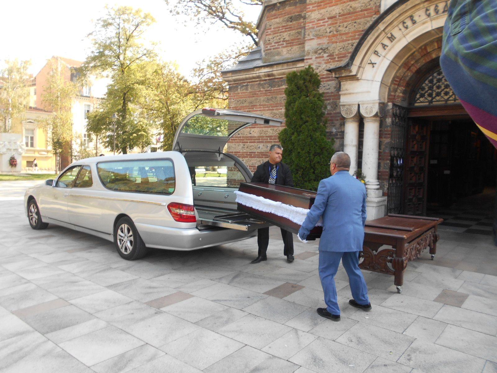 Изнасят ковчега на проф. Вучков за ритуала в храма