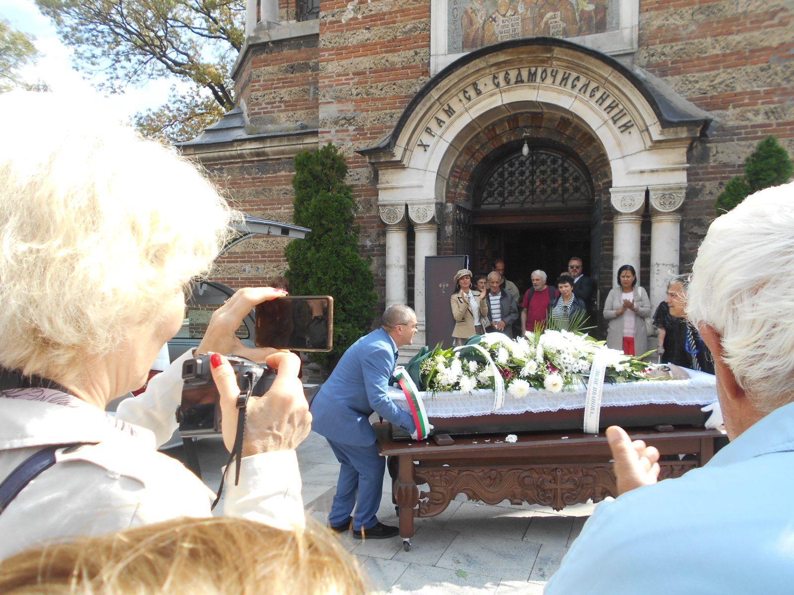 Изнасят ковчега на проф. Вучков за последно Сбогом