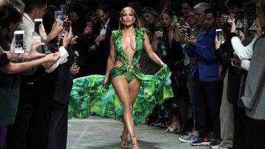 Джей Ло пусна бекстейдж видео с култовата си рокля от 2000 година