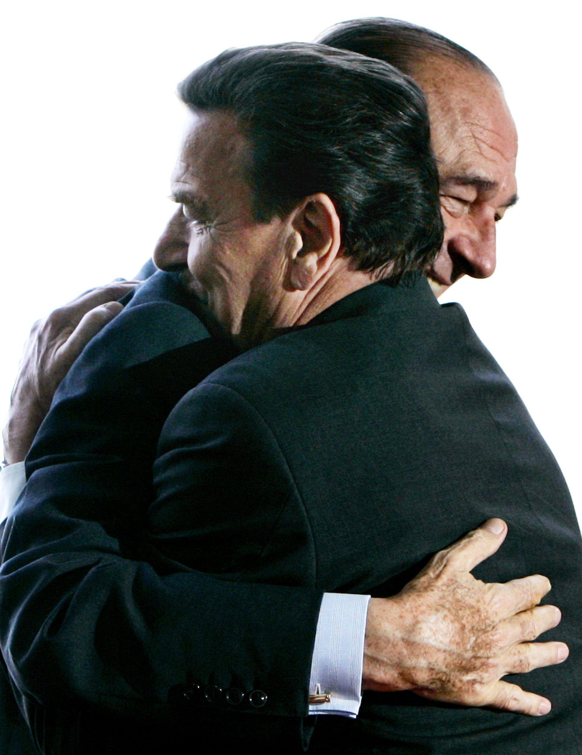 Бившият германски канцлер Герхард Шрьодер каза, че Ширак е бил велик европеец и негов личен приятел.