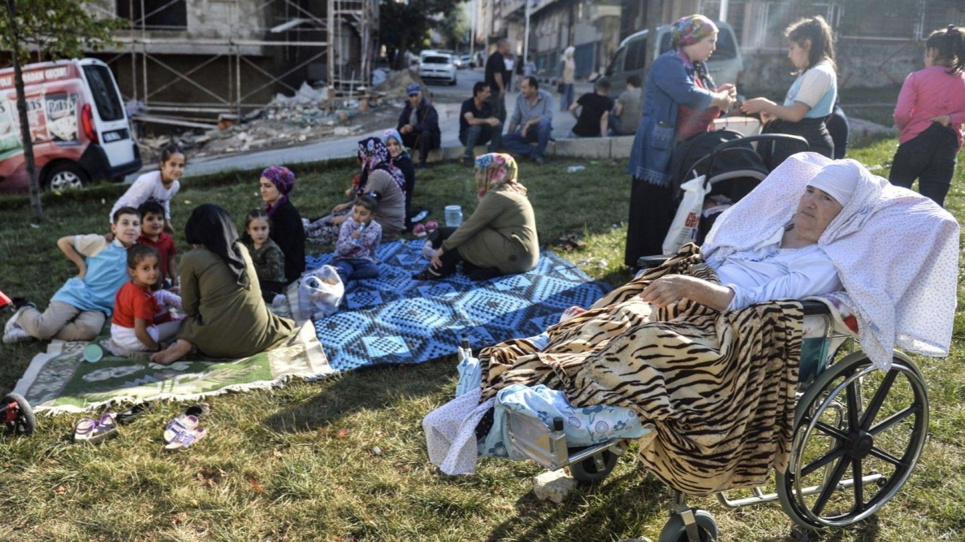 Шок, паника, две жертви, десетки ранени в Истанбул: мегаполисът се готви за голям трус