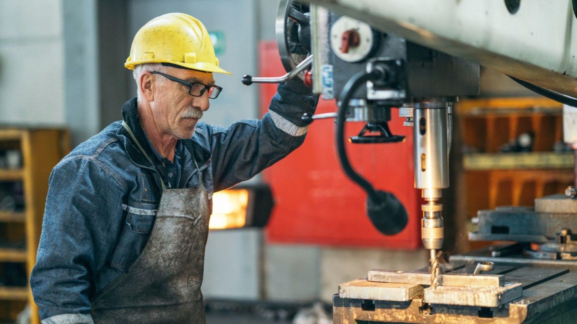 Близо 100 000 са работещите над 65 г. и броят им расте