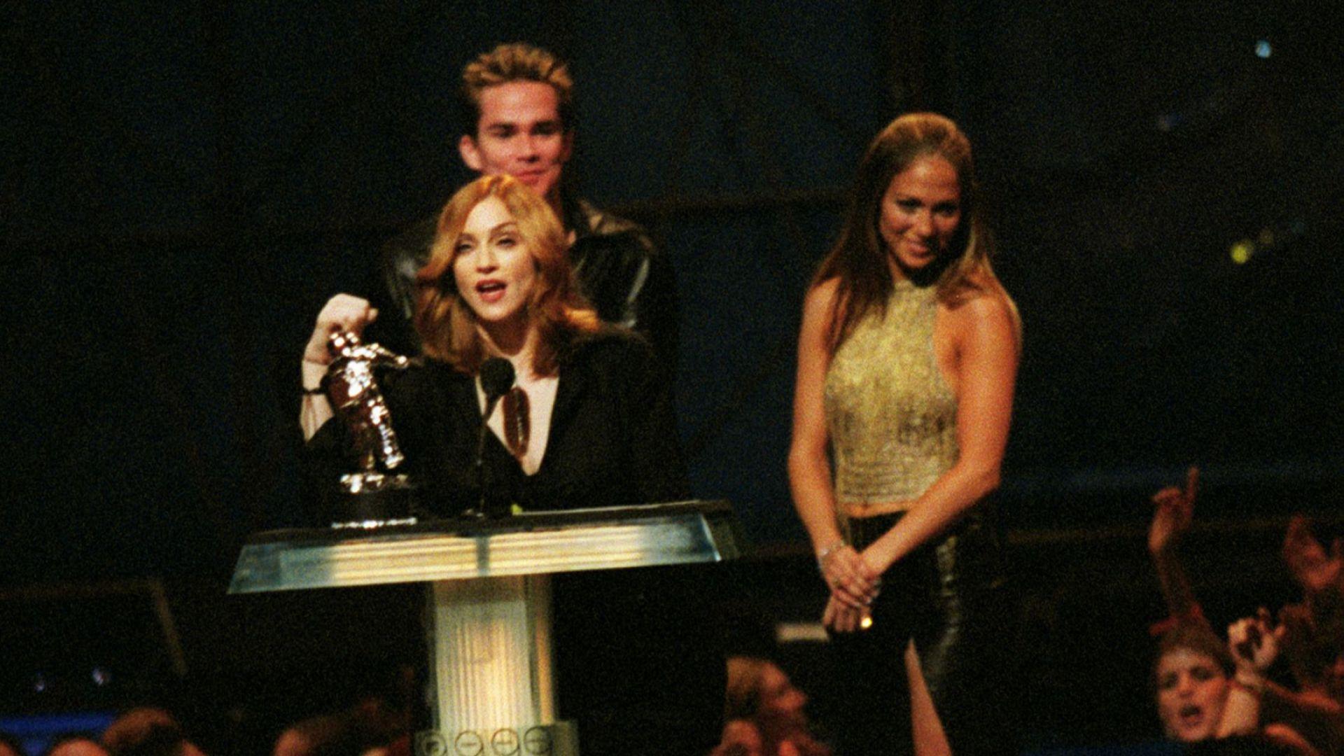 Джей Ло връчи наградата на Мадона на MTV Music Awards през 1999-та