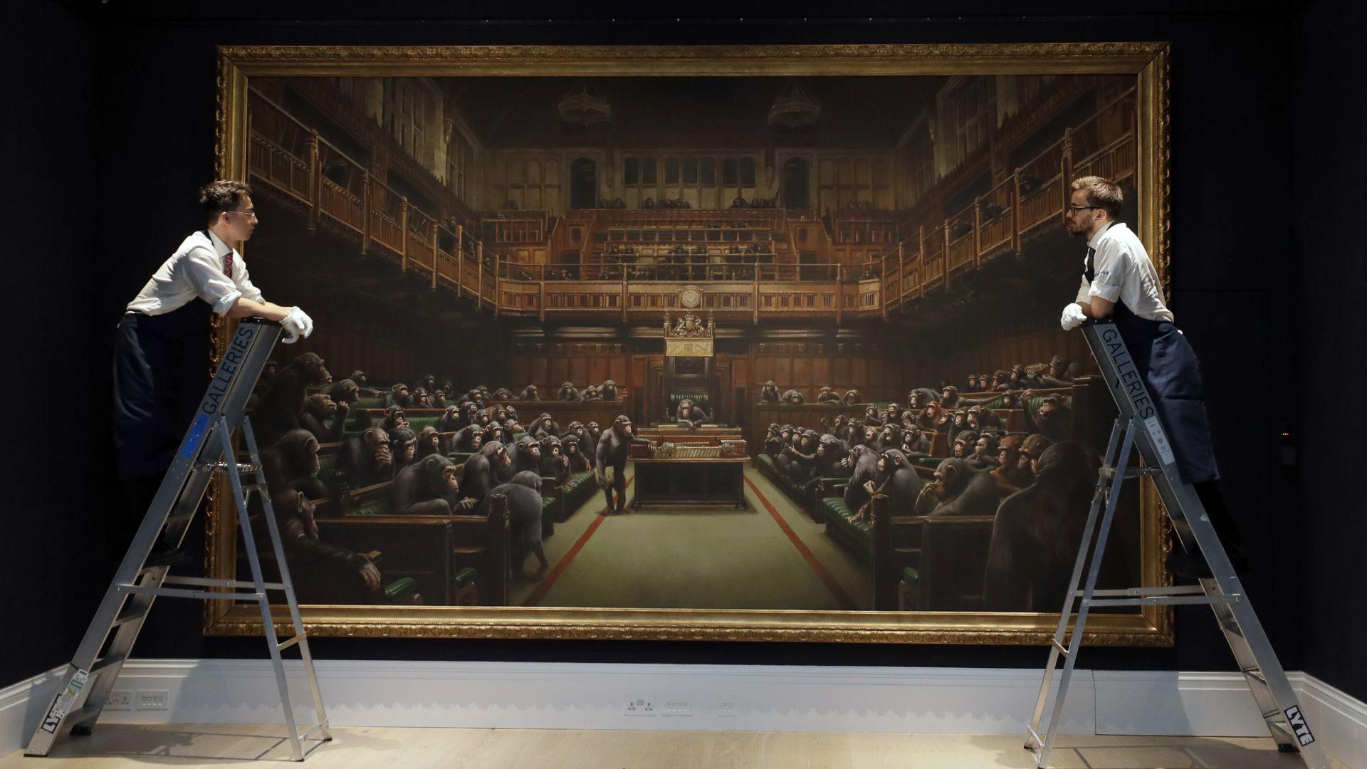 Пускат на търг картина на Банкси с маймуни в британския парламент (снимки)