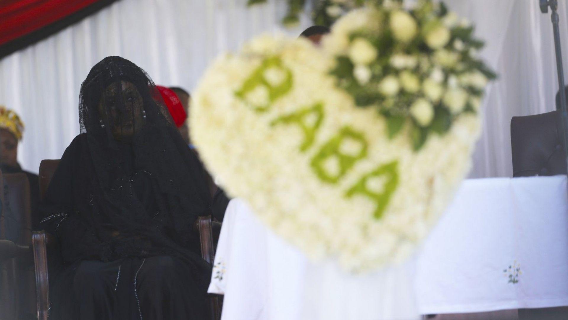 Бившият зимбабвийски президент Робърт Мугабе бе погребан в родното му село