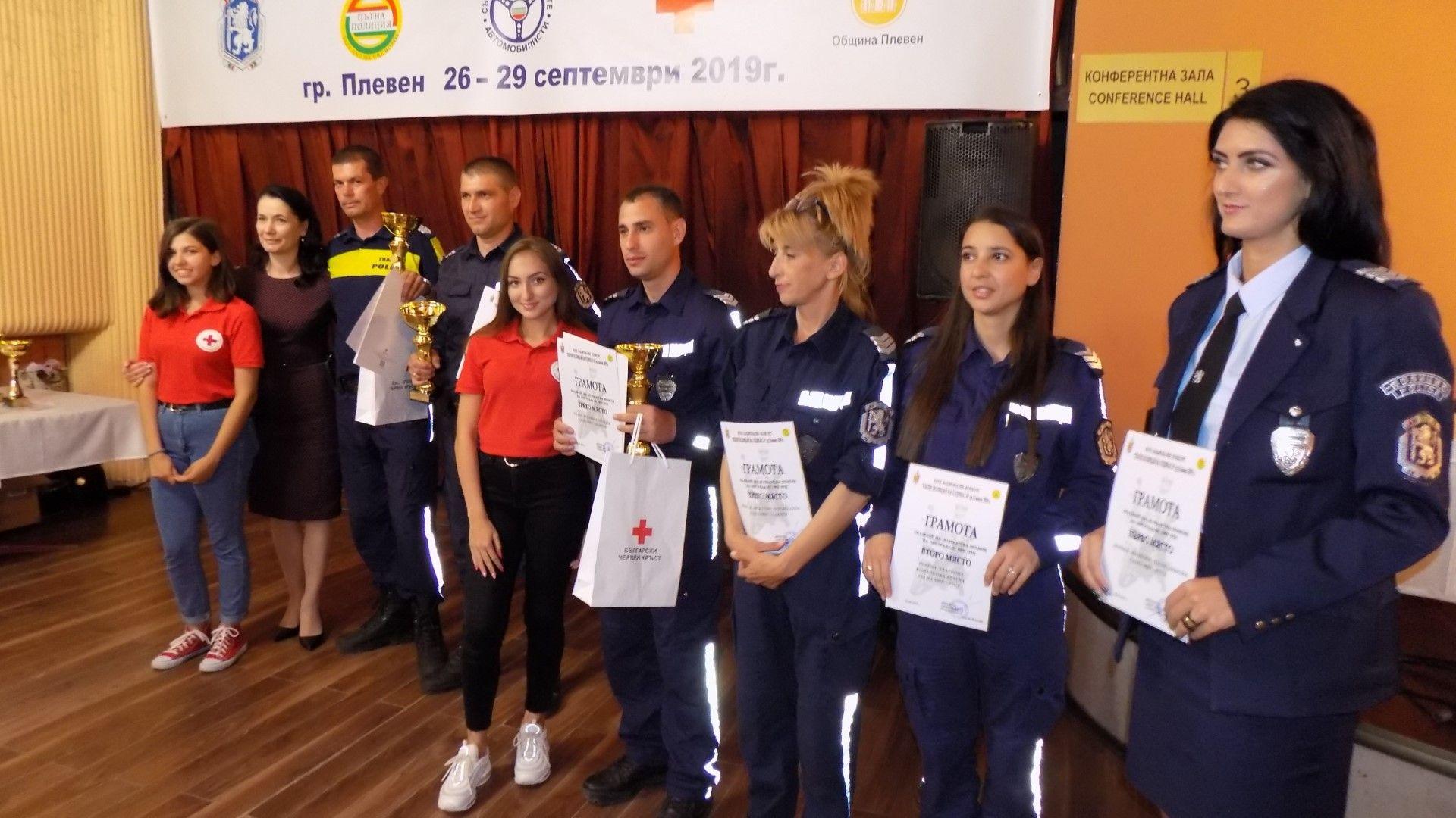 """В конкурса """"Пътен полицай на годината"""" участваха и жени"""