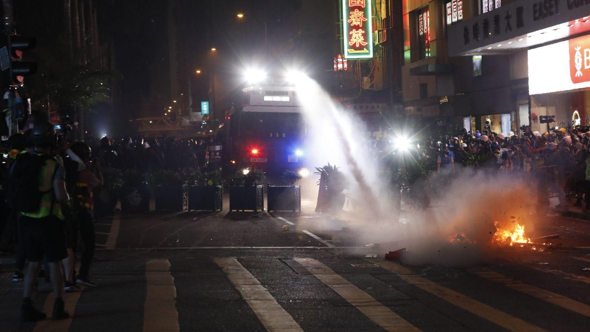 Разтърсваният от протести Хонконг изпадна в рецесия