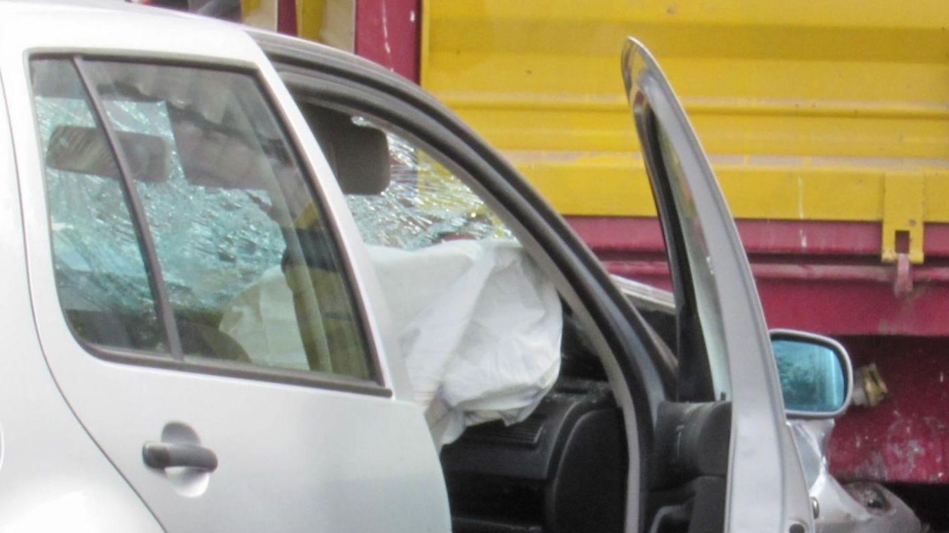 Кола блъсна три непълнолетни момичета в Шумен