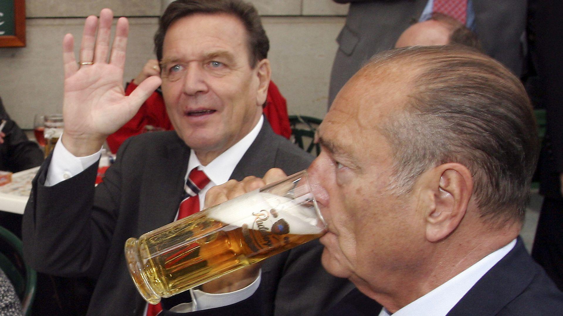 Ширак поддържа топли контакти с управляващия Германия, Шрьодер - 2002 г.