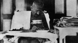Преди 150 г. се ражда Махатма Ганди, който промени света (снимки)