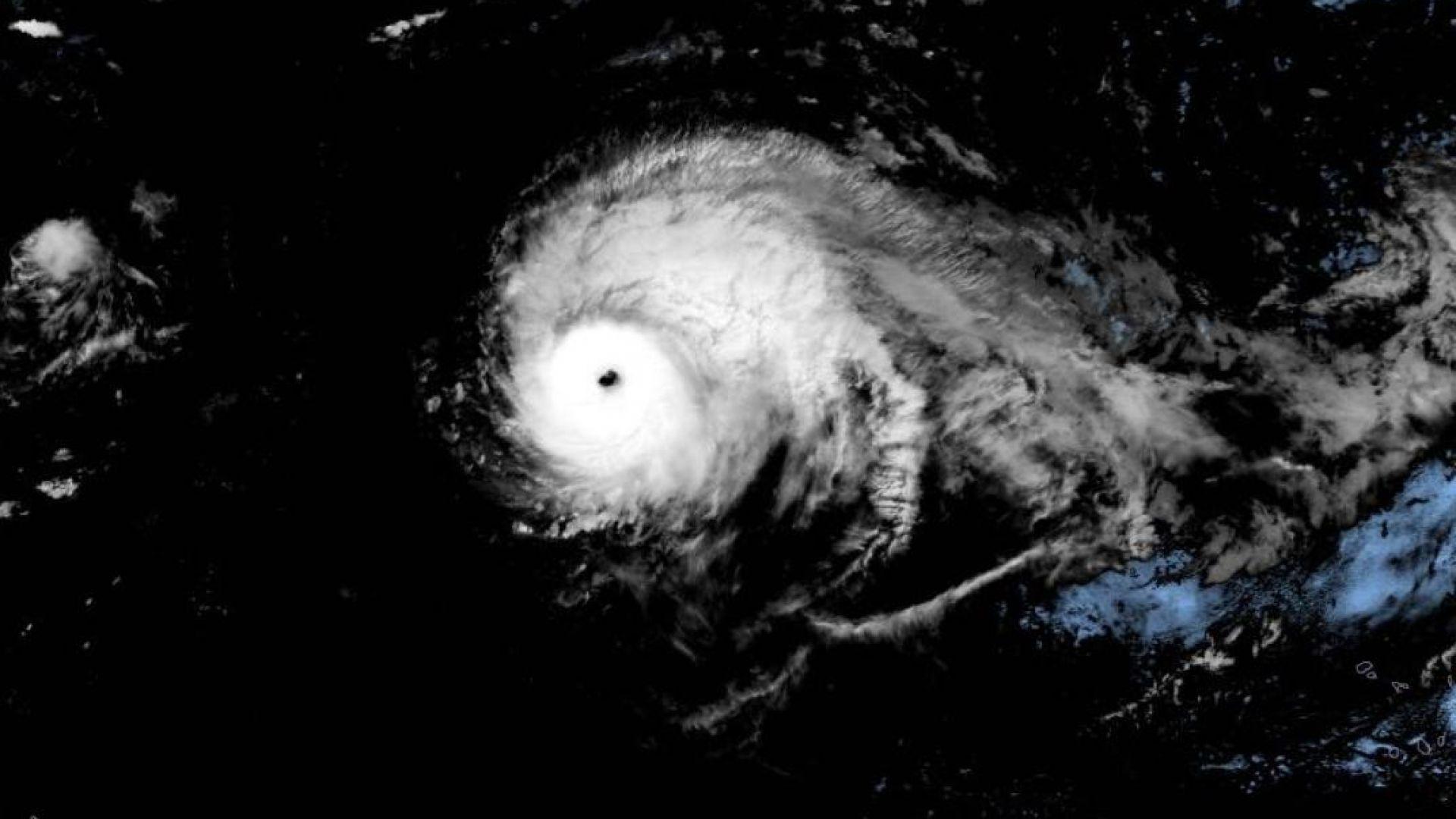 Ураганът Лоренцо се превърна в чудовище и идва към Европа
