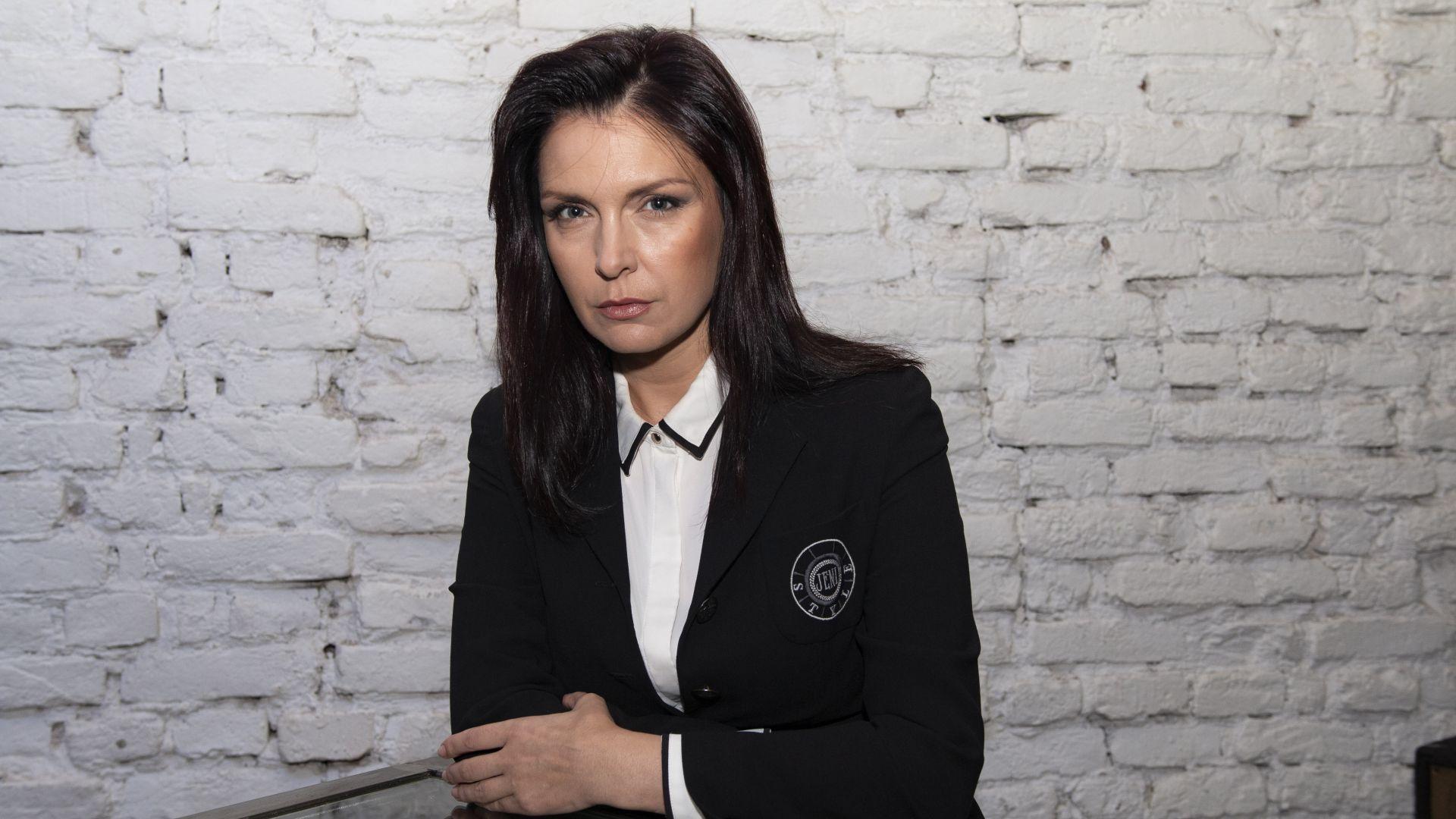 Среднощен скандал с Жени Калканджиева, полиция я отведе заедно със сина й