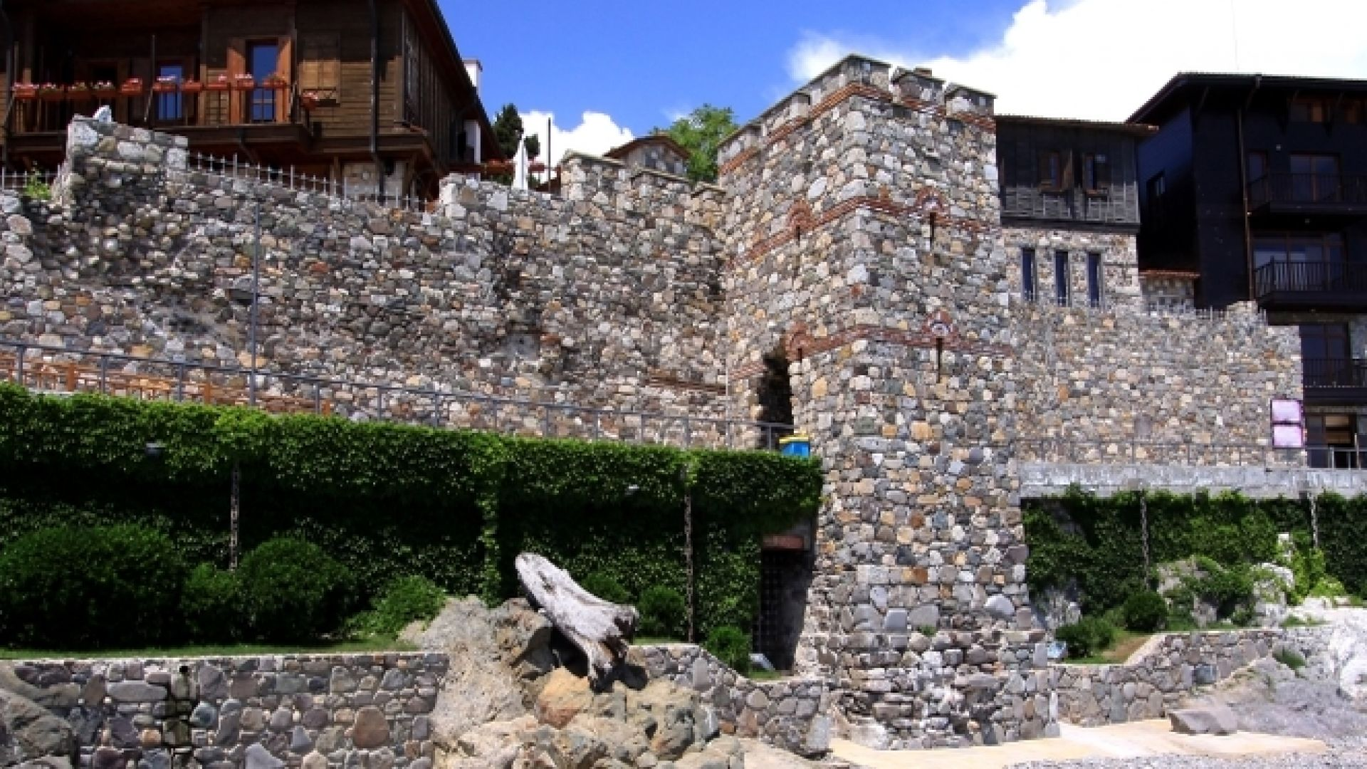 Пуснаха за продажба част от южната крепостна стена в Созопол
