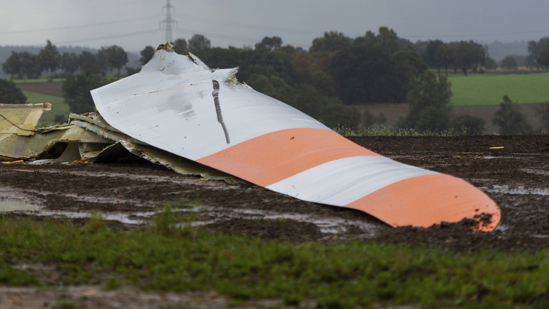 Силни бури в Централна Европа взеха две жертви (снимки)